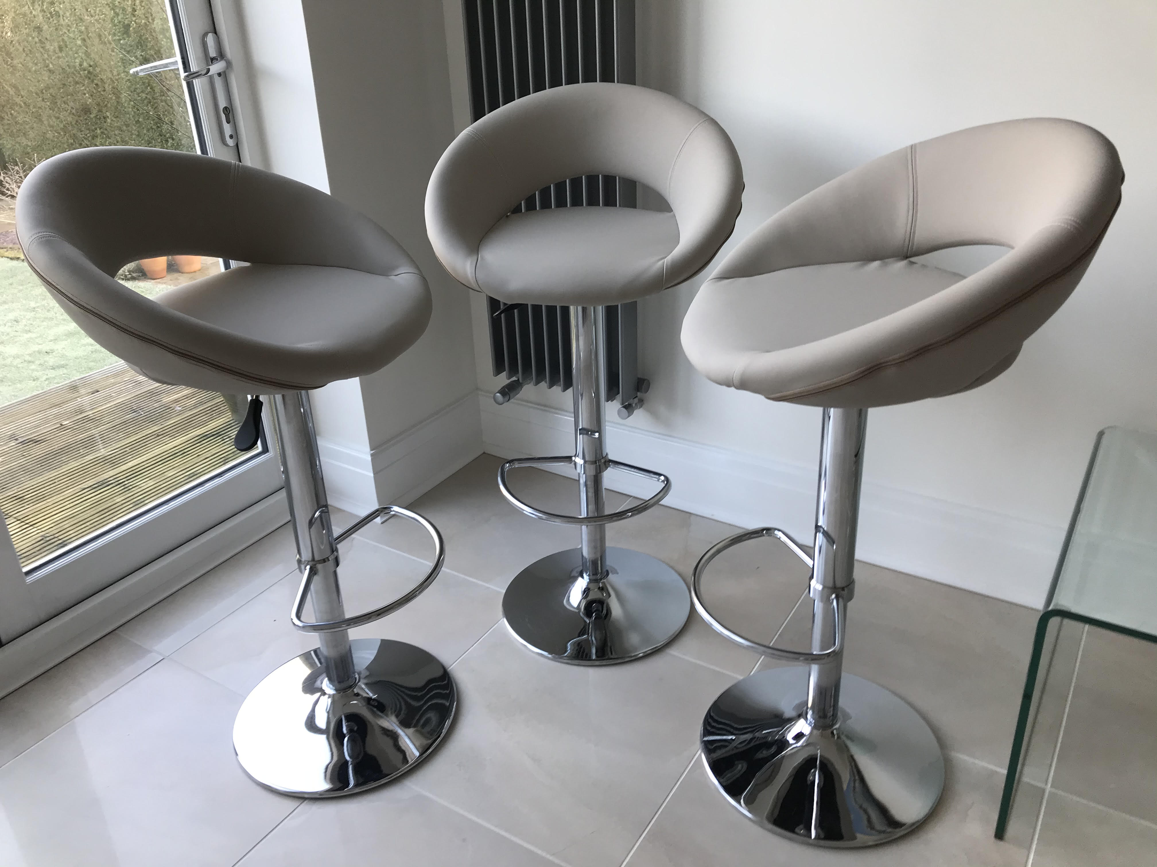 Lynne Used Kenya50 Faux Leather Cream For Bar Stools