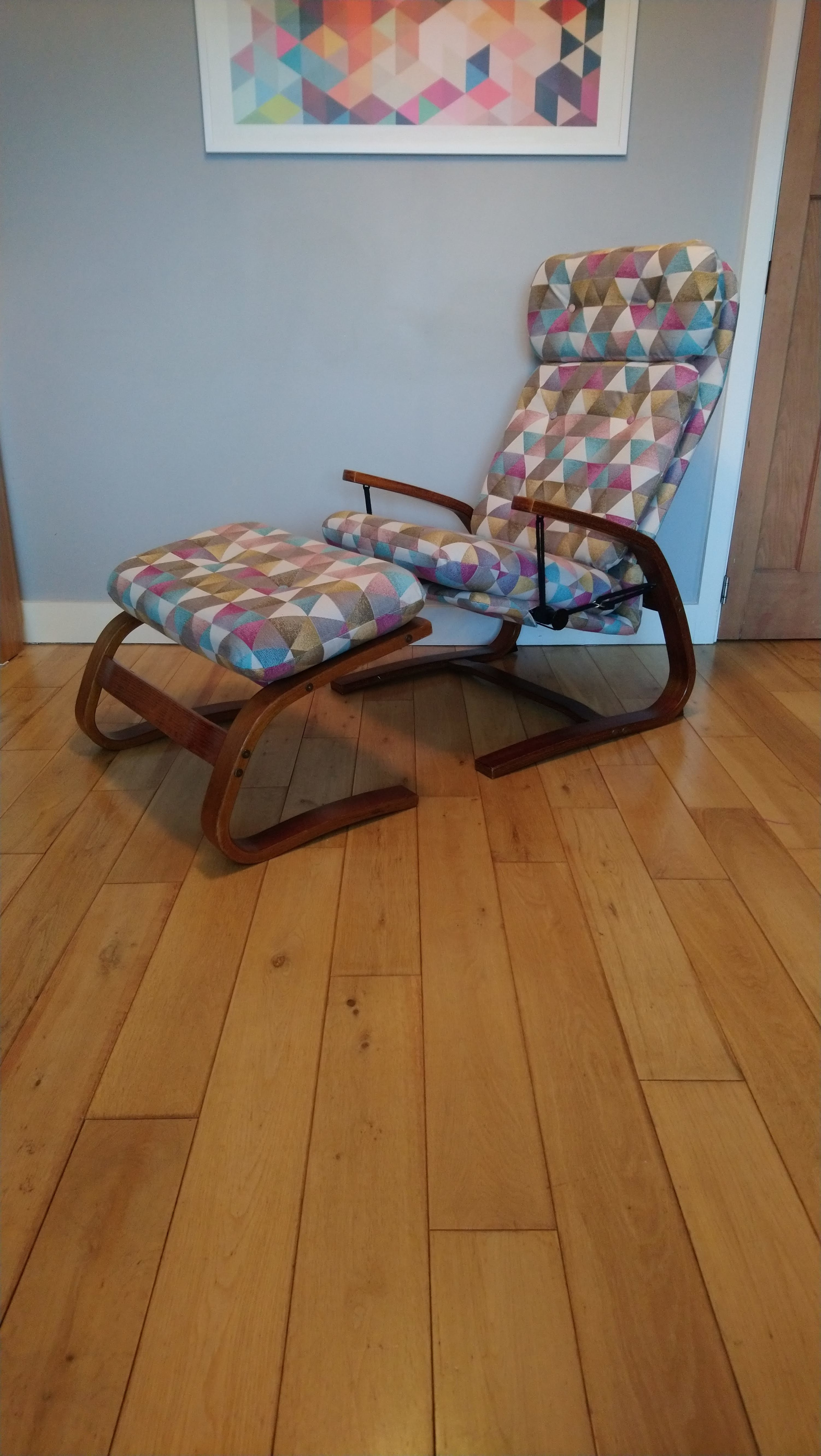 Le Triangle JO-237 Recliner Chair By Lorraine Johnson